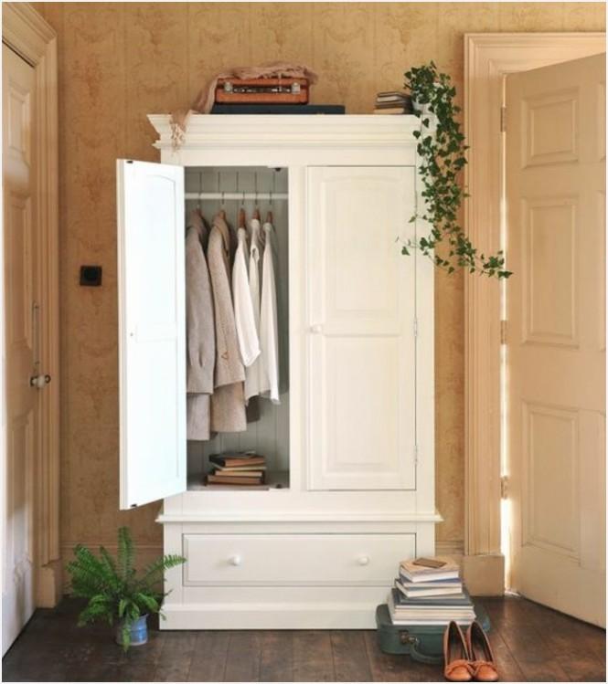 armoire ancienne dans entree