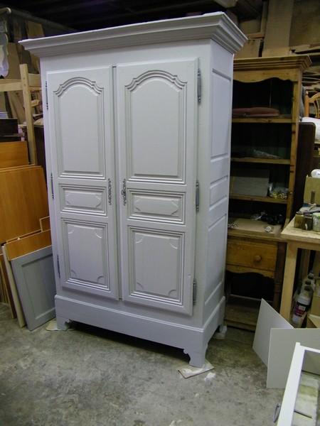 armoire ancienne repeinte en noir