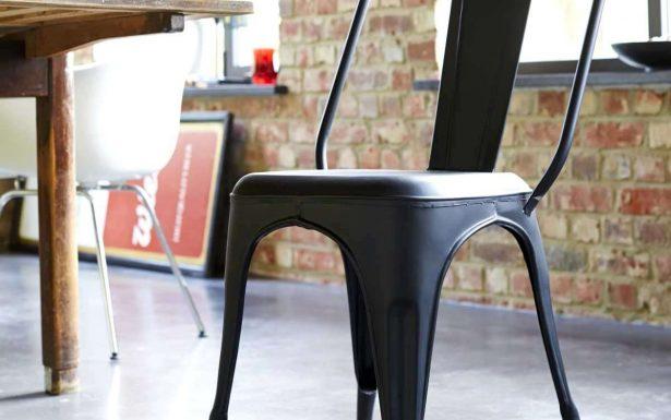 chaise ancienne noire