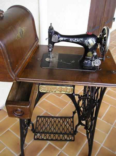 meuble ancien machine a coudre le specialiste du meuble. Black Bedroom Furniture Sets. Home Design Ideas