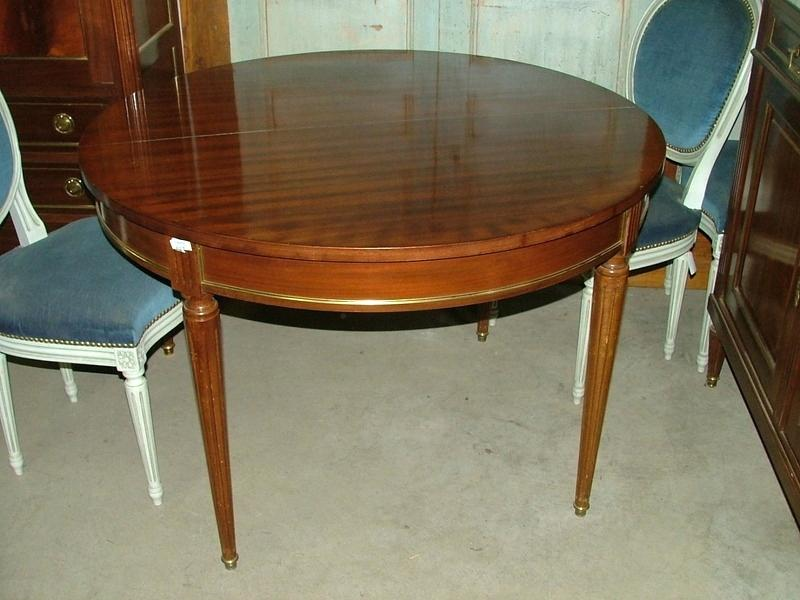 table ancienne avec pied central
