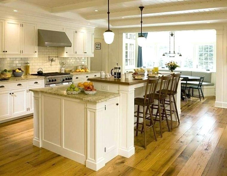 table ancienne dans cuisine moderne